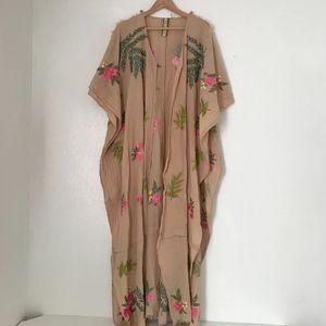 Aratta Silent Journey embroidered floral kimono